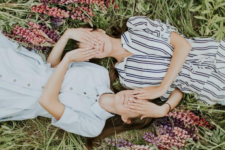 twin women